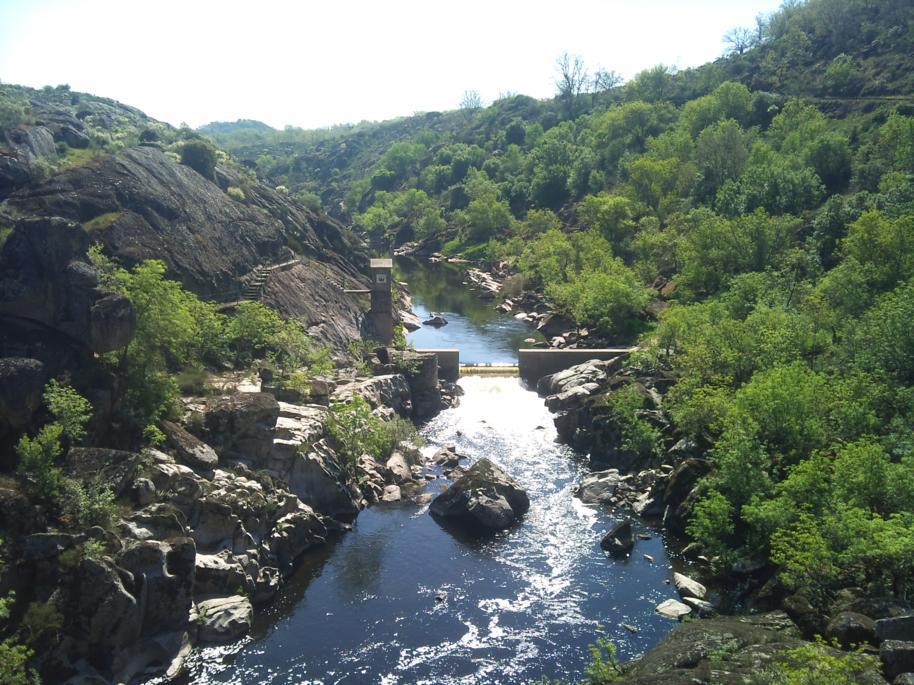 Piscina natural puente resbala bermellar casas rurales for Casa rural romantica madrid