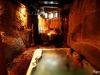 Pereja en Jacuzzi y pediluvio del Spa Privado Romántico con Encanto en Salamanca Cueva Termal