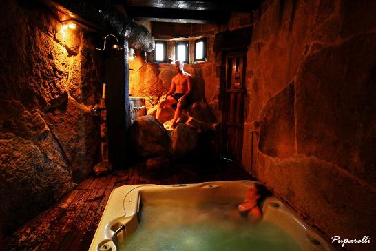 Baño Relajante Jacuzzi:Spa Rural: Pedilubio y Jacuzzi del Spa Privado Romántico con Encanto