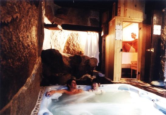 hotel con chimenea y jacuzzi: