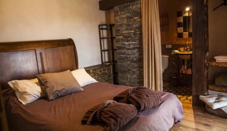habitación con balcon en hotel rural