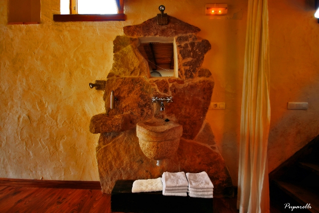 baño de piedra bautismal casa therma agreste casa rural con spa privado y chimenea