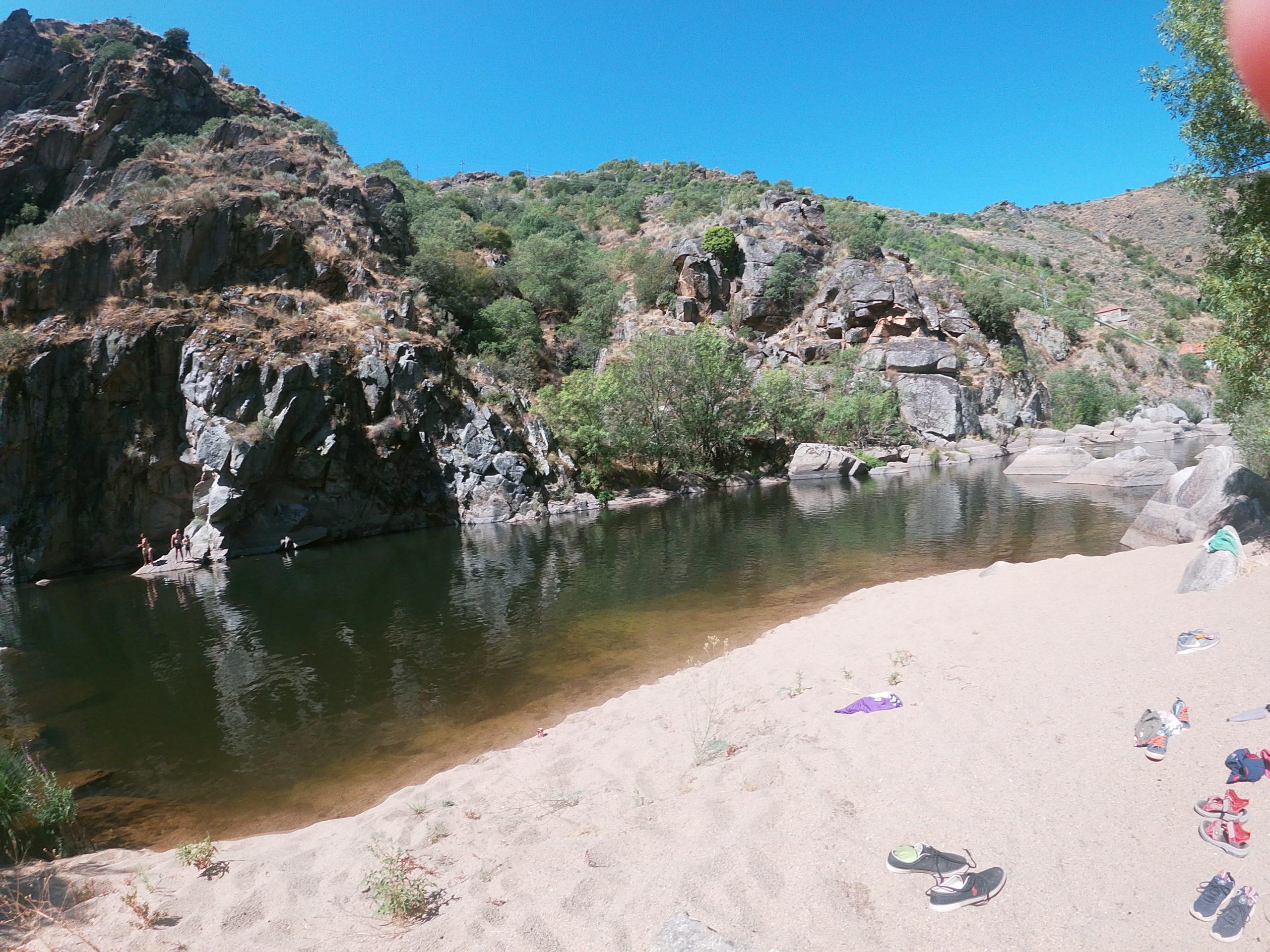 Playa en el Puente de los Franceses en San Felices de los Gallegos, Parque Natural de Arribes del Duero